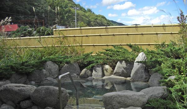 那須塩原温泉白州フォッサマグナの湯 晴れの日の露天風呂