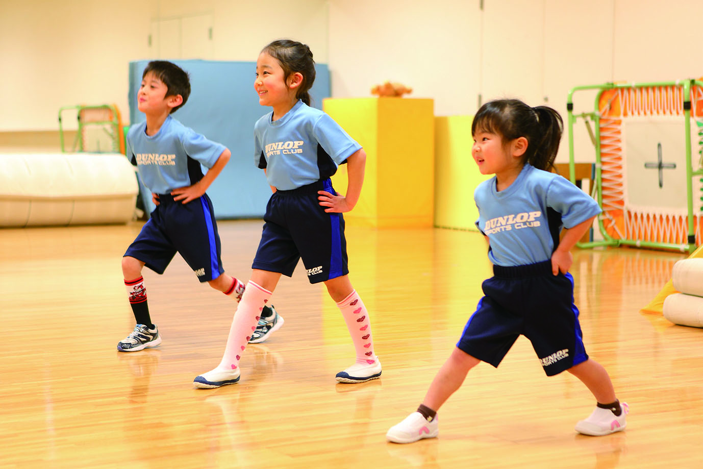 ダンロップスポーツクラブの強化月間で楽しみながら上達する小学生