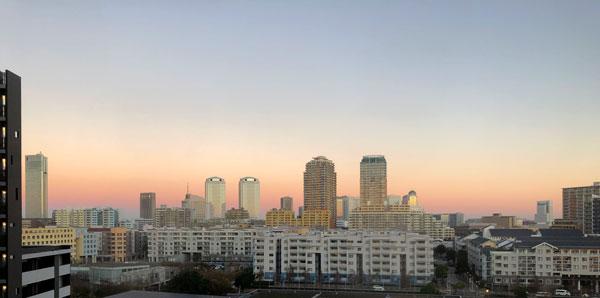 朝焼けの街並み
