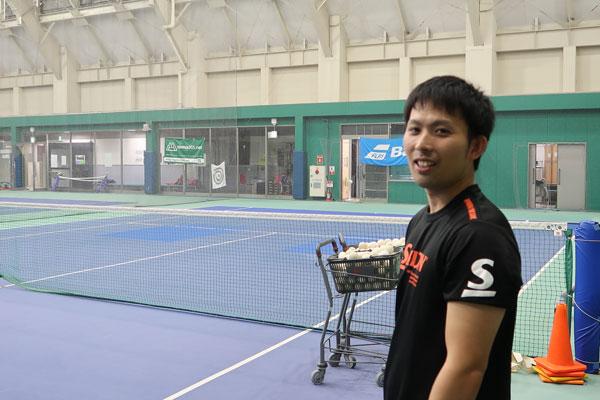 ダンロップスポーツクラブ南柏テニススクールの中島コーチ