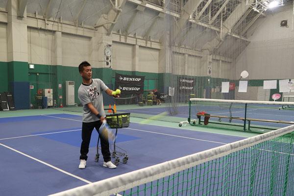 ダンロップスポーツクラブ南柏テニススクールの上野コーチ